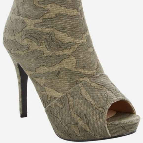 156e66699f4 Ashley Stewart Chelsea Camo Open Toe Bootie 11W. NWT